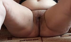 A bulky slutwife masturbates her unshaved twat marital-device